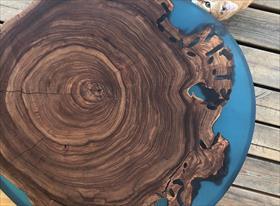 стол из слэба карагача с эпоксидной смолой