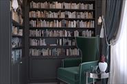 Место отдыха и книжный шкаф