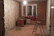 Демонтаж штукатурки стен, облицовки стен из гкл. Демонтаж электрики. Чистка потолка от побелки и краски в 2 слоя.