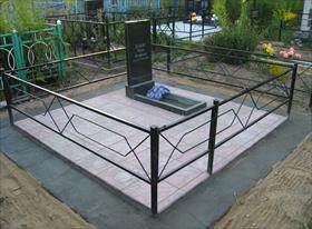 Покраска и установка оградки. Уборка захоронения