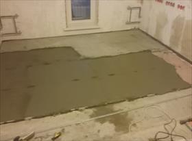 Цементно-песчаная стяжка + наливной пол и укладка ламината