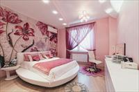 Интерьеры спален в розовых тонах
